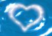 蓝色水中影