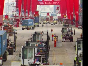 繁忙的货物码头