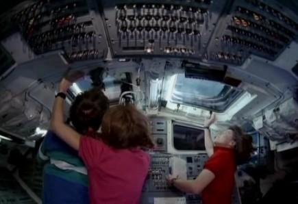 宇航员拍摄录影