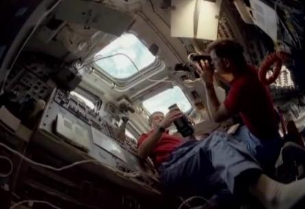 宇航员录影