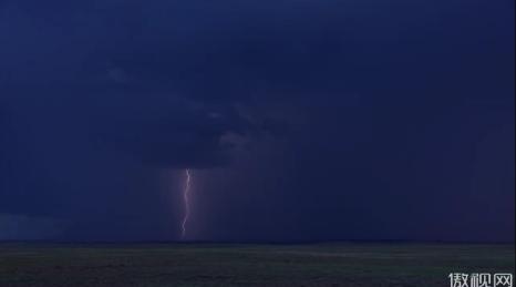 乌云层下的闪电6