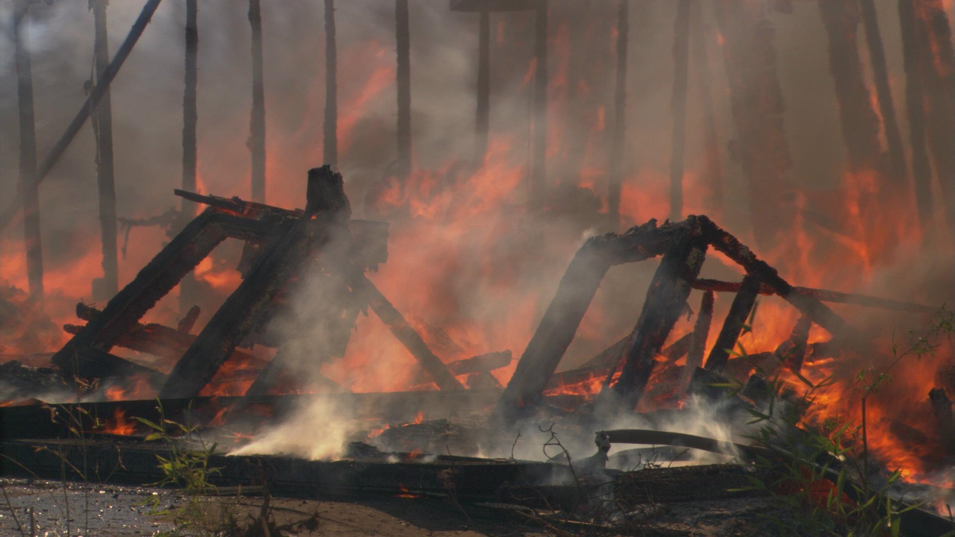 房屋大火 浓烟6 高清实拍视频素材